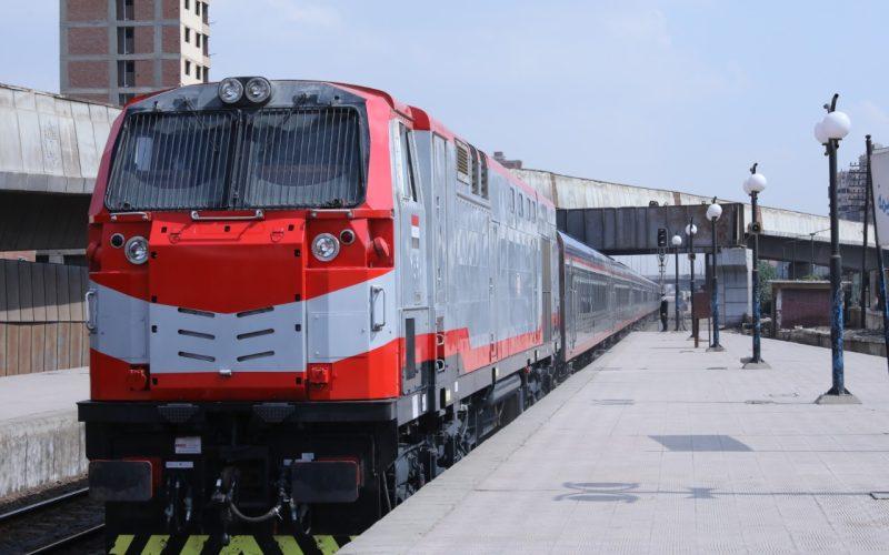 وزير النقل يوجه بزيادة رحلتي قطار يوميًا من القاهرة إلى كفر الشيخ