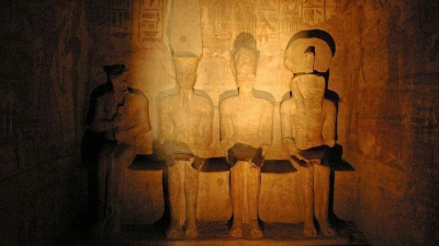 تعديل تاريخي ومعجزة فلكية.. 11 معلومة عن تعامد الشمس على معبد أبو سمبل