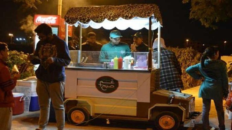 محافظو القاهرة الكبرى: قانون عربات الطعام المتنقلة يدعم الشباب ويوفر فرص عمل لهم