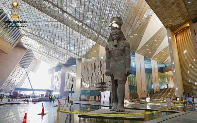 كم عدد القطع الجاري نقلها إلى المتحف المصري الكبير؟.. مصدر يجيب
