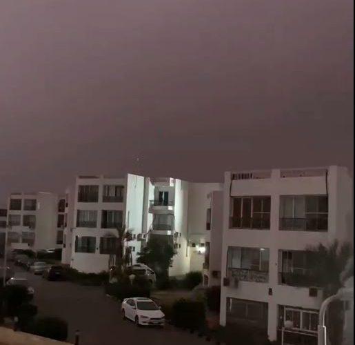 """""""رعد وثلج"""".. تقلبات جوية تضرب مدينة شرم الشيخ (فيديو)"""