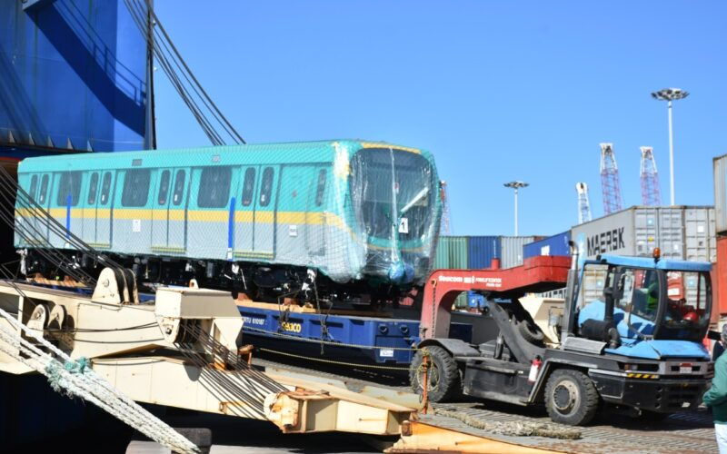 وزير النقل يعلن وصول سادس قطار مترو أنفاق مكيف جديد إلى ميناء الإسكندرية