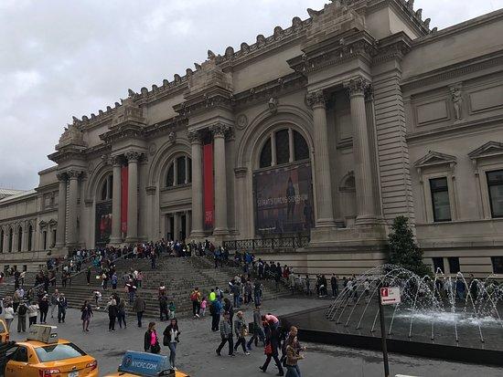 مديون بـ150 مليون دولار.. متحف المتروبوليتان يخاطب المزادات لبيع بعض الأعمال الفنية