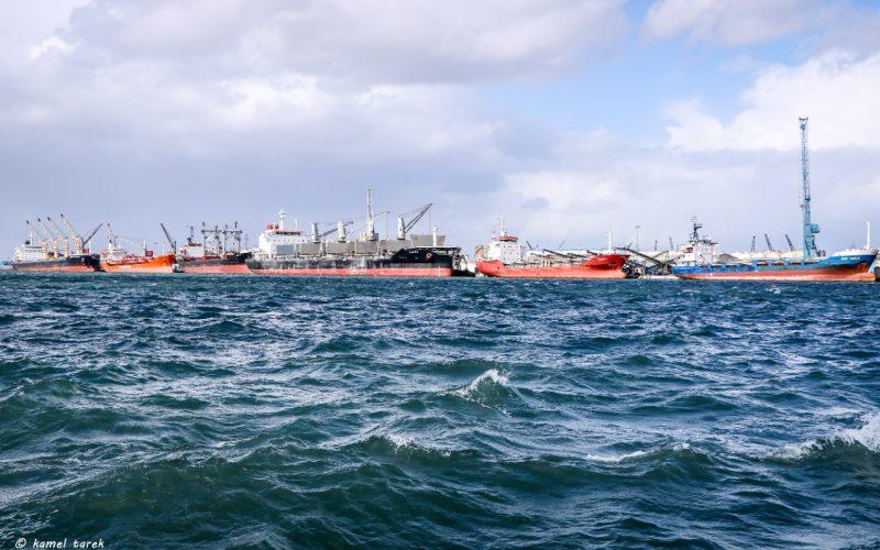 استمرار معدلات الشحن والتفريغ بميناء دمياط رغم سوء الأحوال الجوية