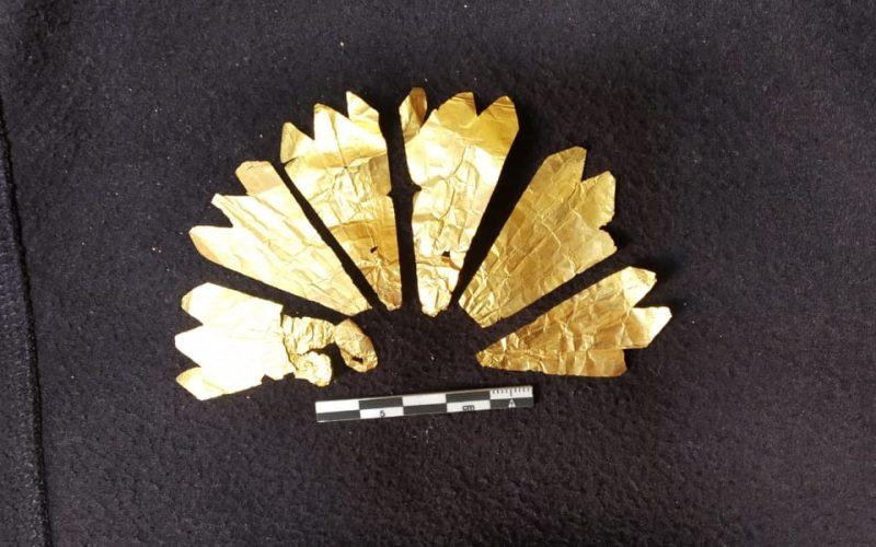 مدير آثار الإسكندرية: تم الكشف عن 8 رقائق ذهبية وتميمتين