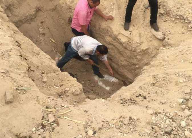 ضبط 12 شخصًا من بينهم مراسل صحفي بالتنقيب عن الآثار بإحدى قرى الفيوم