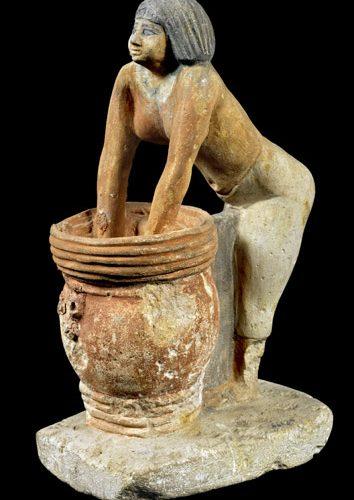 هل يتم نقل تمثال صانعة الجعة من المتحف المصري بالتحرير؟.. مصدر يجيب